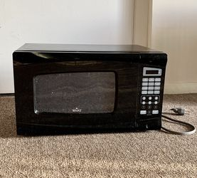 Free Microwave Oven 700 Watts for Sale in Westborough,  MA