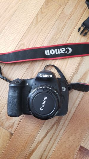Canon EOS 60D w/ 3 lenses and carrier for Sale in Seattle, WA