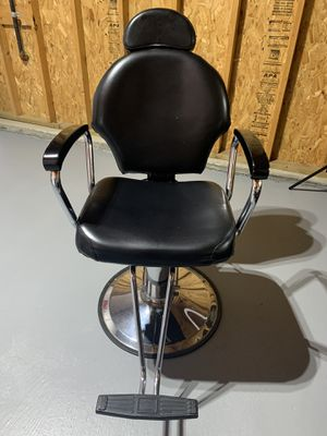Great Condition Barber Chair 💈 - $250 for Sale in Renton, WA