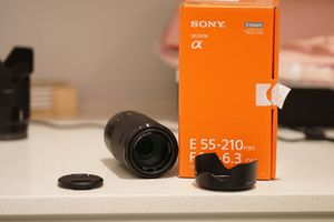 Sony e mount 55-210 mm F4.5-6.3 aps c zoom lens for Sale in Renton, WA