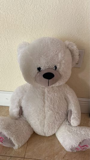 Free stuffed bear for Sale in Miami, FL