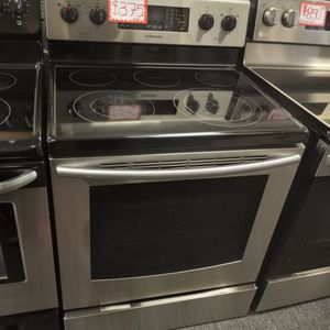 SAMSUNG STAINLESS STEEL ELECTRIC STOVE WORKING PERFECT W/4 MONTHS WARRANTY for Sale in Baltimore, MD