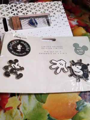 Disney Mickey Mouse Memories Pin Set January 2018 Limited Edition series 1/12 for Sale in Houston, TX
