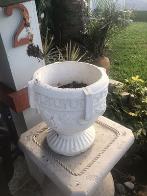 Flower pot for Sale in Port St. Lucie, FL