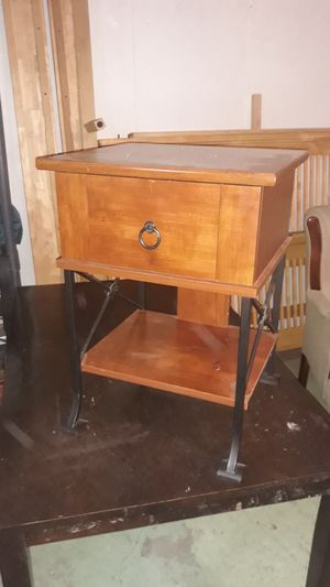 Small desk for Sale in Affton, MO