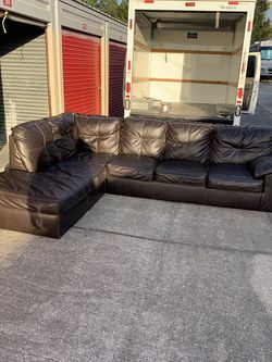 Beautiful Brown L Shape Sectional With Pull Out Bed 550$ Free Delivery 🚚 for Sale in Oviedo,  FL