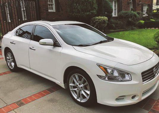 SPECIAL EDITION 2010 NISSAN MAXIMA SV
