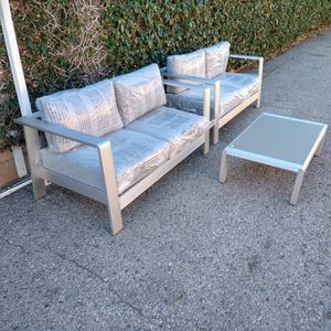 Outdoor Patio Loveseats And Coffee Table for Sale in Los Angeles, CA