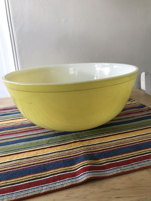 Pyrex bowl yellow 4qt for Sale in Stockton, CA