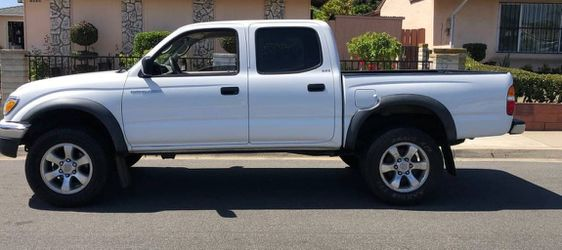 Amazing condintion Toyota Tacoma for Sale in Los Angeles,  CA