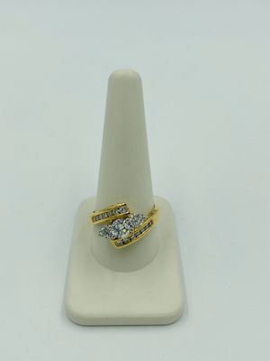 14KT YELLOW GOLD LADIES DIAMOND RING for Sale in Fontana, CA