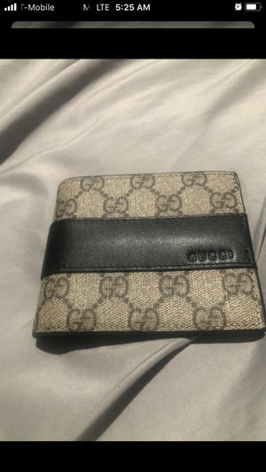 Gucci wallet for Sale in Santa Ana, CA