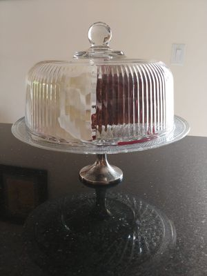 Vintage Silver Plated Cake Stand with Textured Crystal with Glass Dome. for Sale in Miami, FL