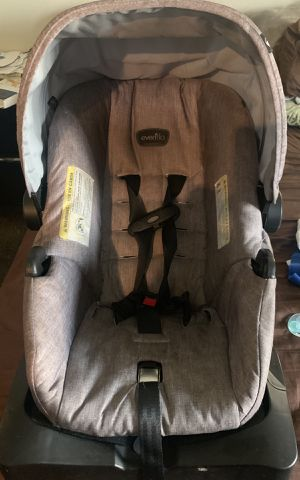 Evenflo car seat grey for Sale in Los Angeles, CA