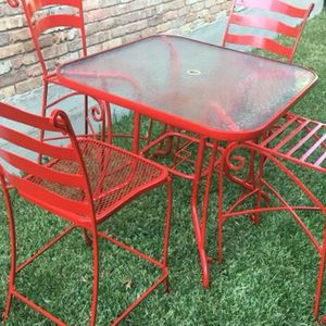 Bar Table And Stools for Sale in Dallas, TX