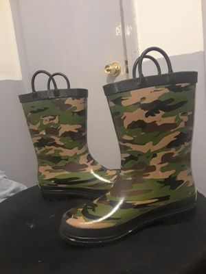Size 1 Army kid rain boots for Sale in Fort Worth, TX
