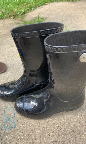Ugg rain boots size 6 for Sale in Addison, IL