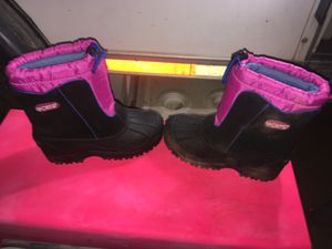 LITTLE GIRLS SNOW BOOTS! Excellent condition size 2! for Sale in Perris, CA