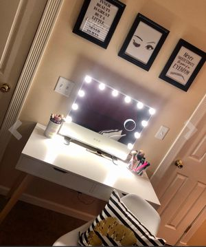 BRAND NEW HOLLYWOOD VANITY MIRROR for Sale in Gresham, OR