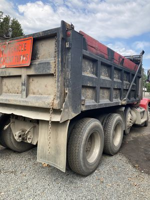 Dump truck 1999 Peterbilt for Sale in Herndon, VA