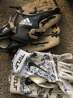 Baseball Gloves And Mit for Sale in Issaquah,  WA