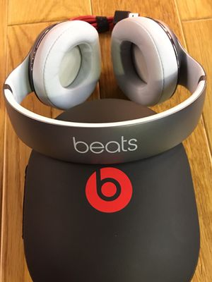 Beats By Dr. Dre Studio2 Bluetooth Wireless Noise Canceling Headphones, Metallic Sky Edition for Sale in Huntingdon Valley, PA