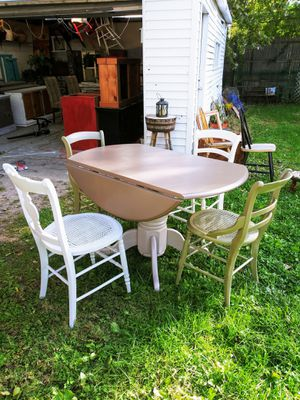 """Farmhouse Country Kitchen Table + 4 Chairs Set! 48"""" Diameter with sides up! Sides down 28"""" for Sale in Joliet, IL"""
