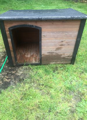 "Dog house 44""W 32""D 31""T for Sale in Sammamish, WA"