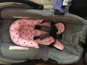NEWBORN GIRL/BOY BABY STUFF !!!!! CARSEAT , BABY SWING ,PACK AND PLAY AND BASSINET for Sale in Columbus, OH