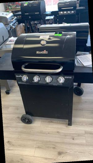 CHAR BROIL PROPANE BBQ GRILL 6V for Sale in Fort Worth, TX