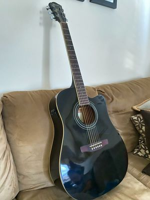 Beautitul Acoustic Guitar for Sale in Mineola, NY