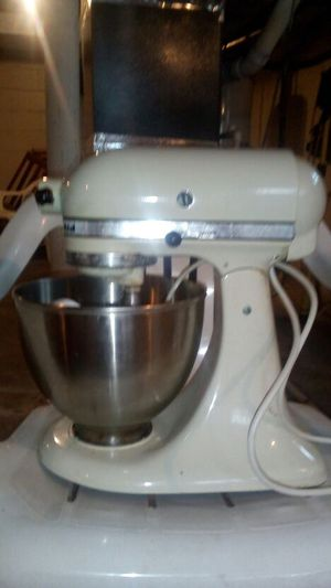 Kitchen aid stand mixer for Sale in Columbus, OH