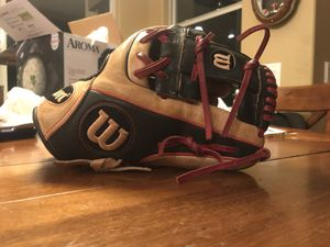 Wilson a2000 DP model. Perfectly broken in and still stiff, you can check it out before hand to prove it is a great glove. I would still be using it for Sale in Henderson, NV
