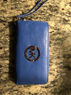 Michael Kors Clutch / Wallet for Sale in Baltimore, MD