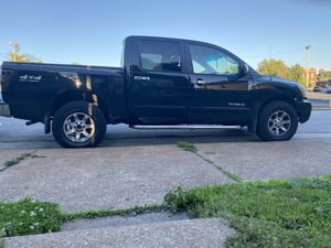Nissan Pick up truck crew Cab 5.6l LT for Sale in St. Louis, MO