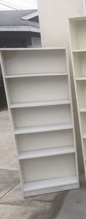 Used white bookcase for Sale in Los Angeles, CA
