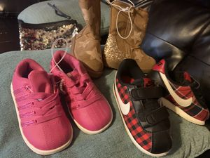 Girl toddler size 8c for Sale in North Las Vegas, NV