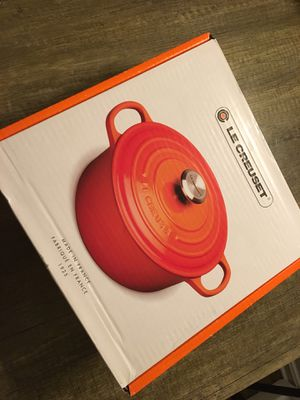 3.5 quart made in france le creuset cocotte coral color pot for Sale in Alexandria, VA