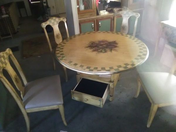 Kitchen table and chairs w/sidebar