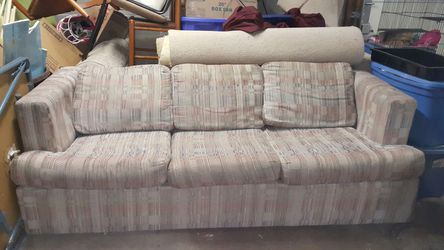 Pull Out Sofa Bed Couch for Sale in Sunbury,  OH