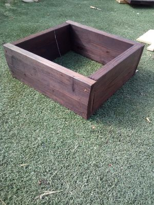 BEAUTIFUL RED MAHOGANY STAINED PLANTER ASKING $20 FIRM MUST PICK UP 73RD AVE AND INDIAN SCHOOL size is 20in x 20in and is 7in deep. for Sale in Phoenix, AZ