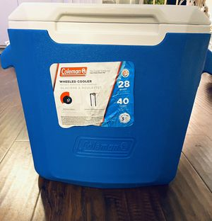 COOLER with Wheels (28 QT) for Sale in Los Angeles, CA