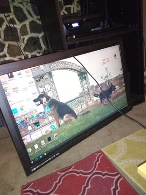 Flat screen TV Works great. Missing back tho for Sale in Lakewood, OH