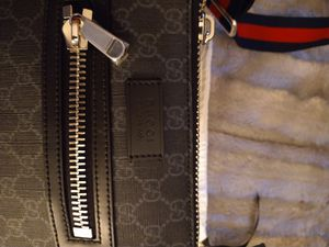Gucci messenger bag with dust bag cover for Sale in Suisun City, CA