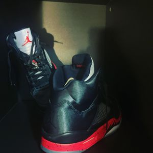 Retro jordan 5's university red size 12 for Sale in IND HEAD PARK, IL