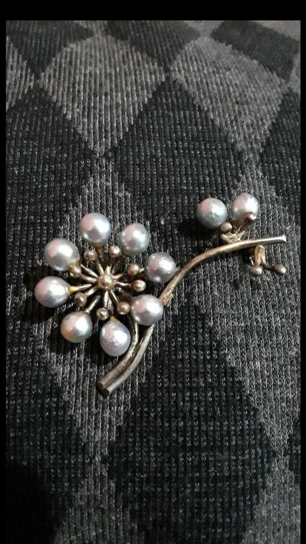Vintage freshwater pearl flower pin brooch silver tone