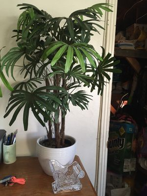 Good3 feet artificial. Plant for Sale in Highland, CA