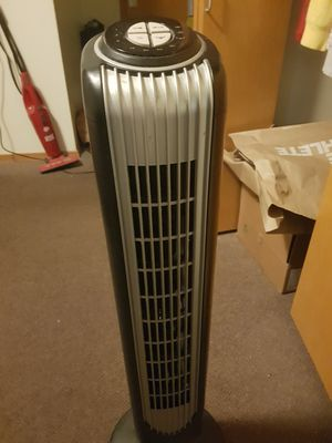 Holmes oscillating tower fan 32 inch with remote control for Sale in Seattle, WA