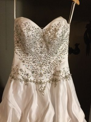 WEDDING DRESS SIZE M for Sale in Medford, MA