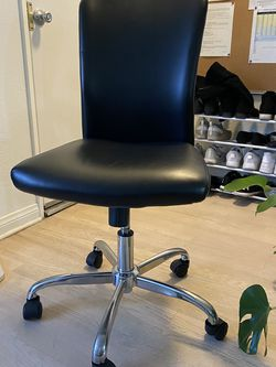 Rolling Chair (barely used) for Sale in Los Angeles,  CA